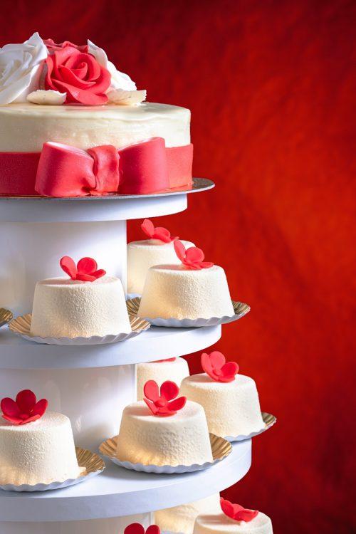 Tort cu monoportii nunta Cofetariile Delice Ploiesti