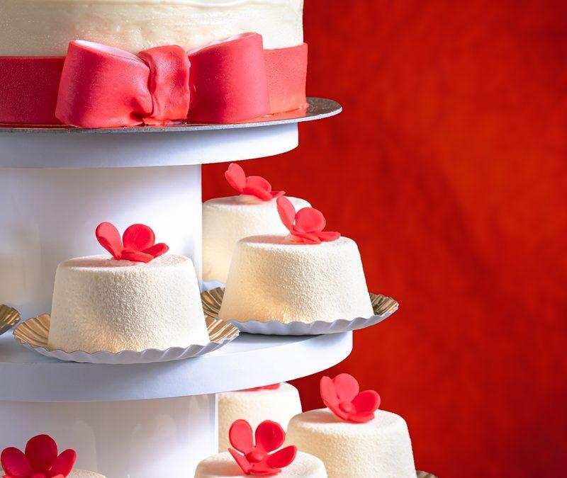 Tort nunta cu mini-tortulete – Red