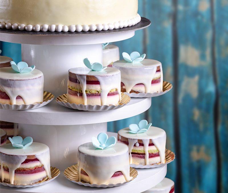 Tort nunta cu mini-tortulete – Blue